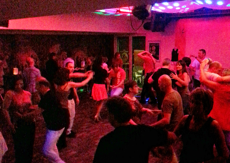 Übungsabend im Salsa Libre Clublokal